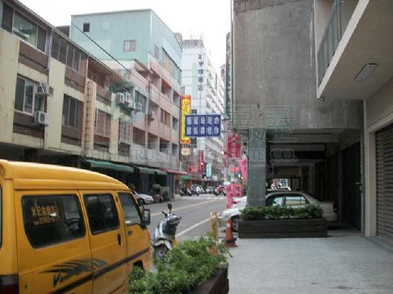 6 年 类别:住宅 型式:其他 车位:无 社区:-- 地址:台中市西区向上南路